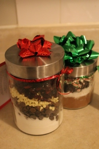 "DIY Christmas Triple Chocolate Chip & Cranberry Cookies ""In a Jar"" - Candy Coated Culinista"
