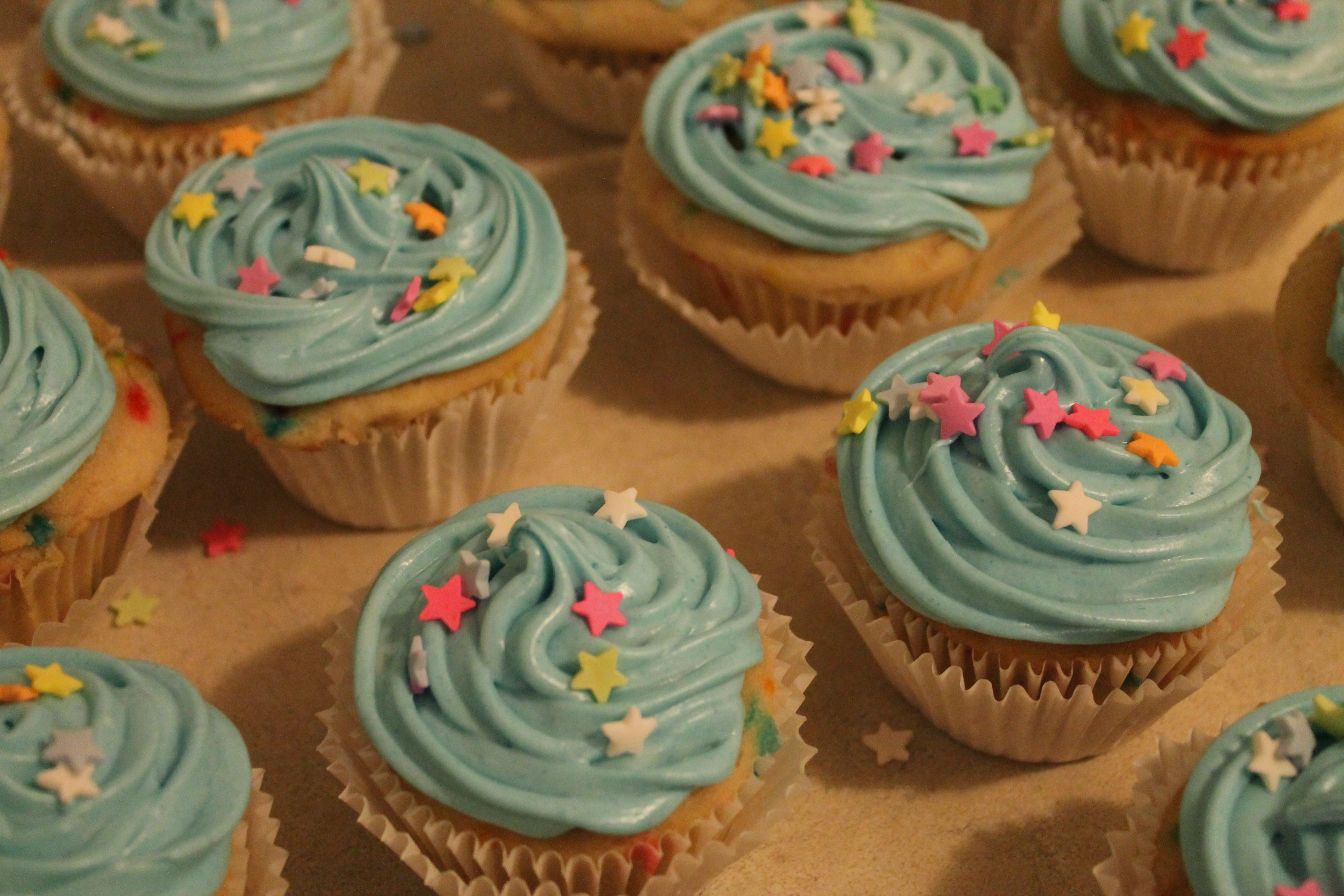 Cupcake Decorating Ideas With Candy : Cupcake Decorating Practice #1   candy coated culinista