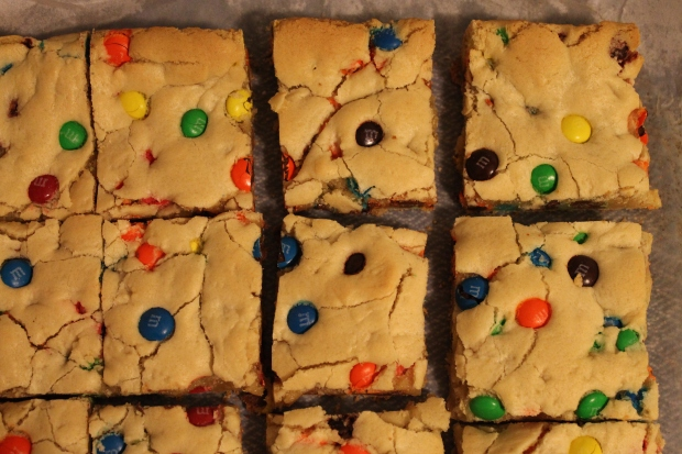 M&M Cookie Bars - Candy Coated Culinista